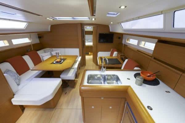 boat-469_interieur_20120724110231
